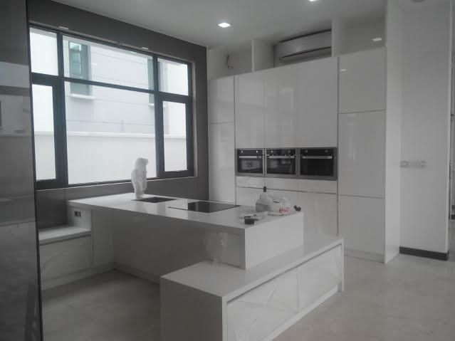 white kitchen cabinet design