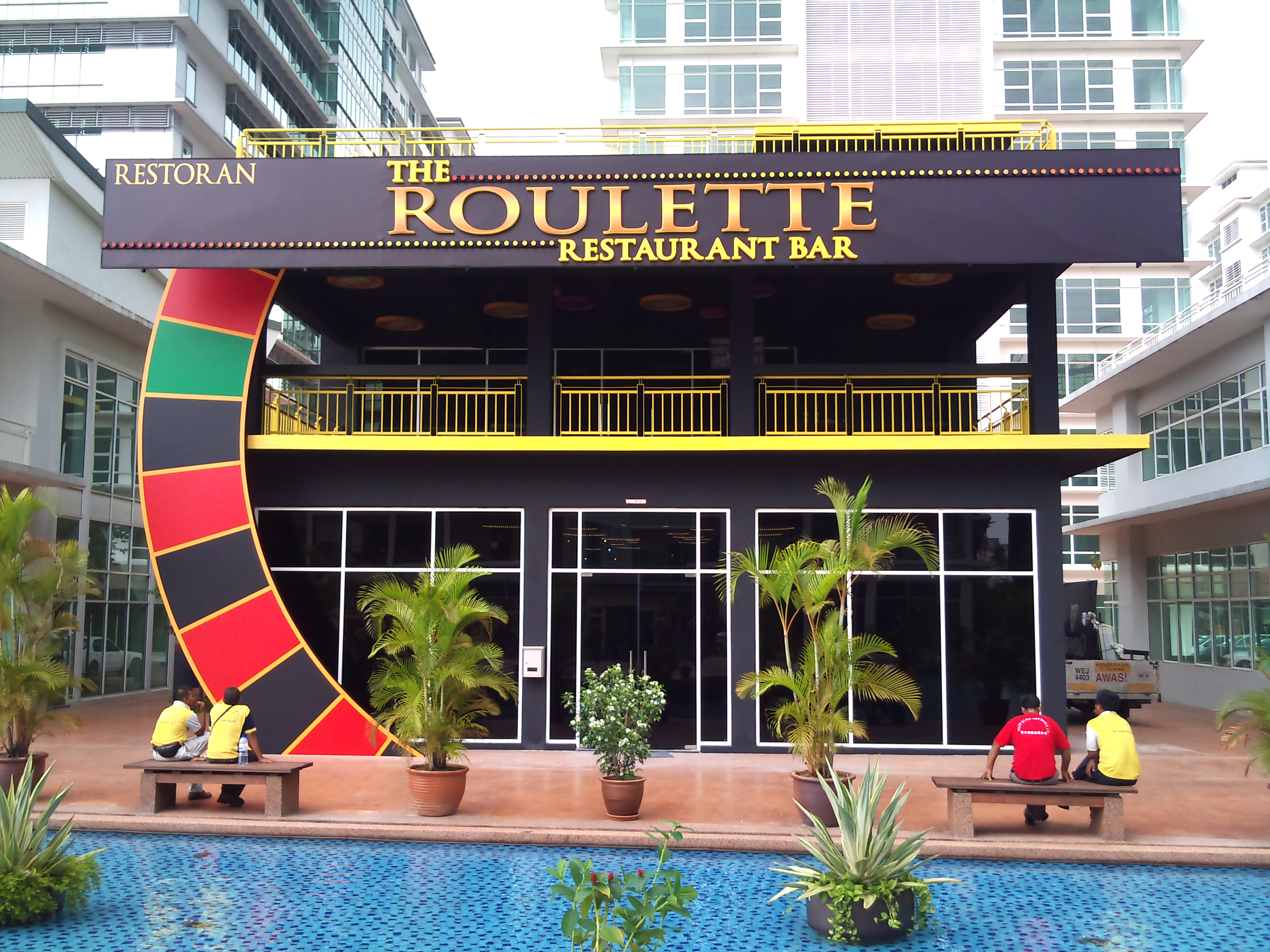 Make a living from roulette